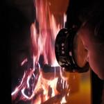 Akki, Feuer im Fernseher